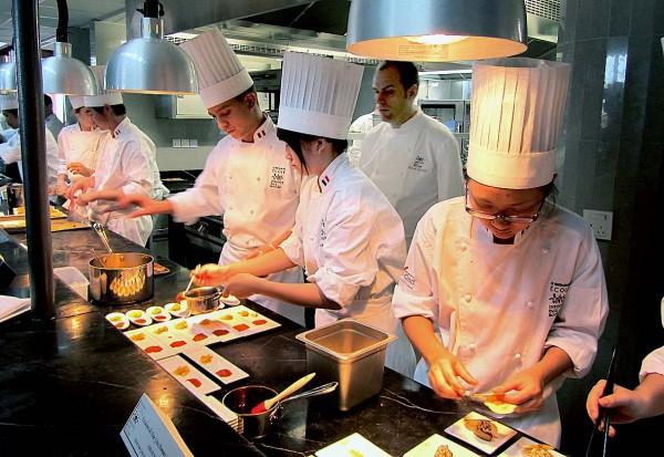 L institut paul bocuse shangha pari gagn lyon saveurs - Cours de cuisine lyon bocuse ...