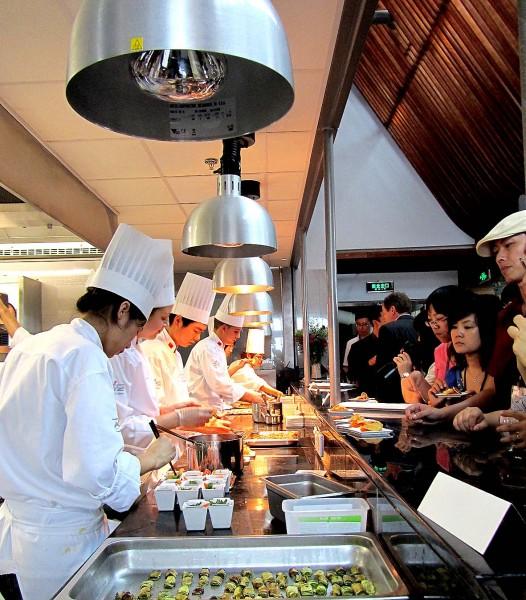 Cours de cuisine lyon bocuse image luatelier des chefs de for Atelier cuisine lyon
