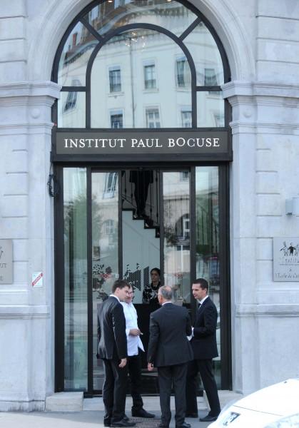 Ouverture d un nouveau restaurant bocuse lyon ce jour l institut lyon s - Monoprix lyon bellecour ...