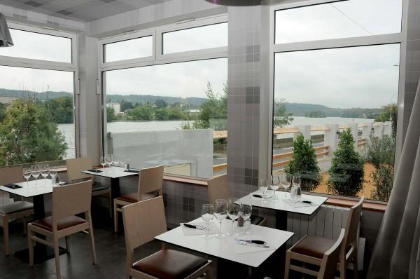 Gourmands et carn s les bords de sa ne restaurant clos for Jardin couvert lyon